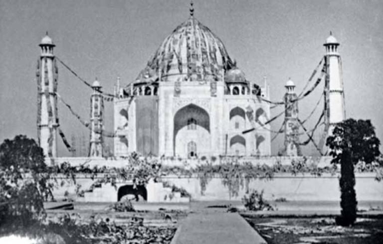 Taj Mahal camouflaged